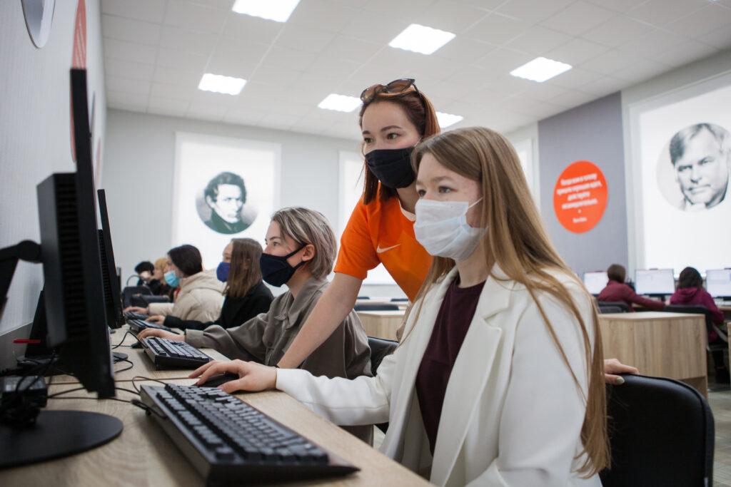 """Студенты Елабужского института прошли тестирование по """"КомПасу"""""""